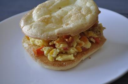 scrambled eggs breakfast sandwhich with cloud bread 1
